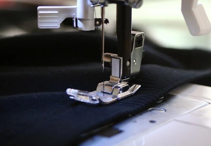 coser el dobladillo